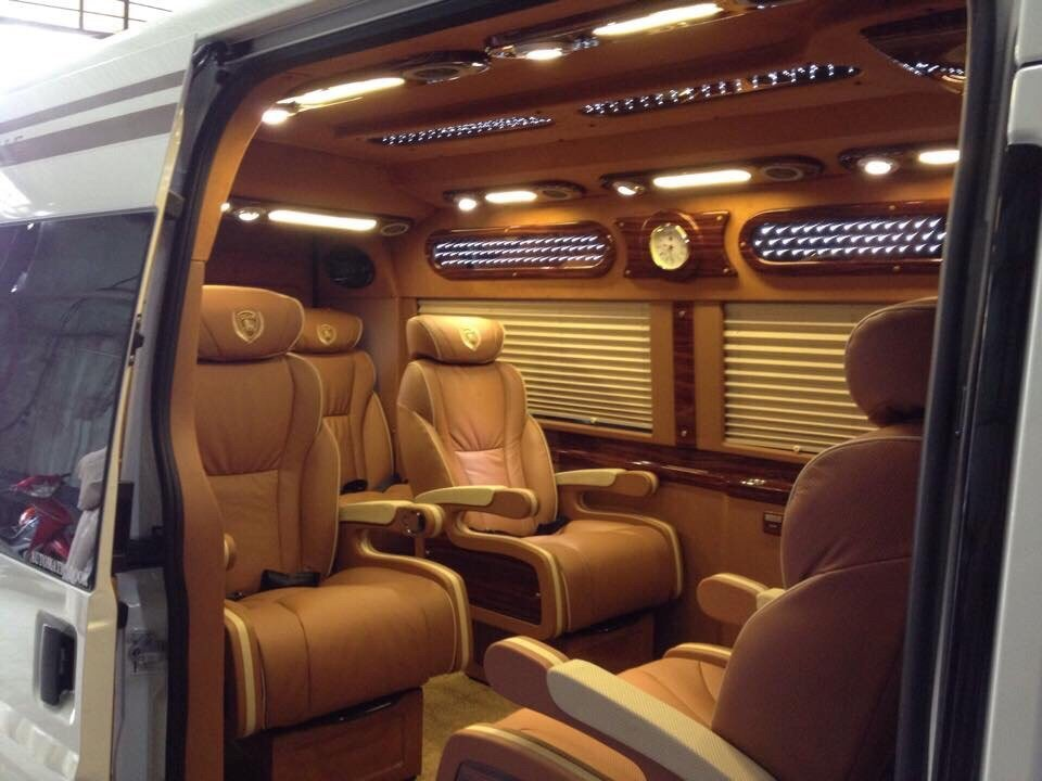 Xe Dcar Limousine 9 ghế Vip